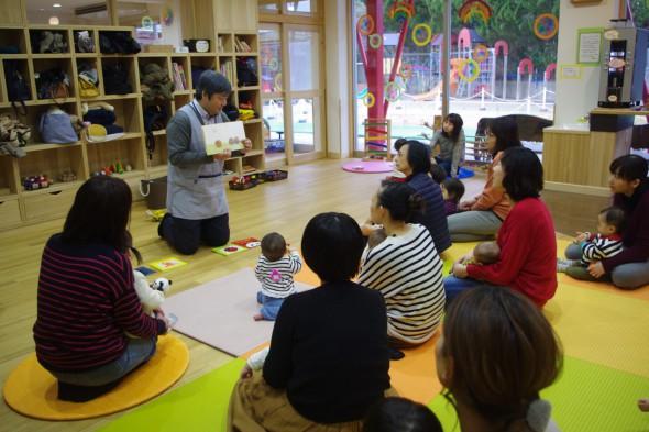 大人も楽しめる 稲場先生の絵本タイム~コアランド~